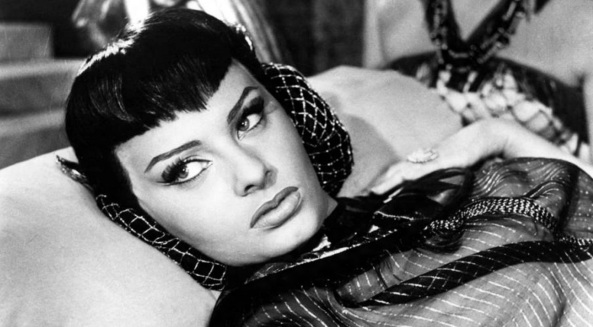 20 de Setembro – Sophia Loren - 1934 – 83 Anos em 2017 - Acontecimentos do Dia - Foto 16 - Sophia Loren interpreta Cleópatra em 1953.