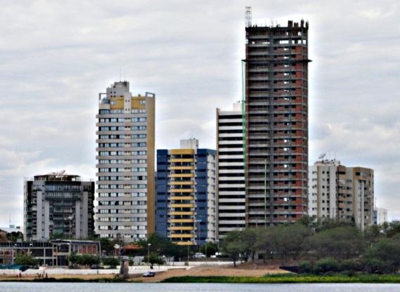 21 de Setembro – As várias obras de construção civil evidenciam o crescimento populacional — Petrolina (PE) — 122 Anos em 2017.