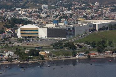 22 de Setembro – Foto aérea, em destaque São Gonçalo Shopping — São Gonçalo (RJ) — 127 Anos em 2017.