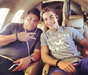 22 de Setembro – Ronaldo Nazário - Fenômeno - 1976 – 41 Anos em 2017 - Acontecimentos do Dia - Foto 14 - Ronaldo com o filho, Ronald.