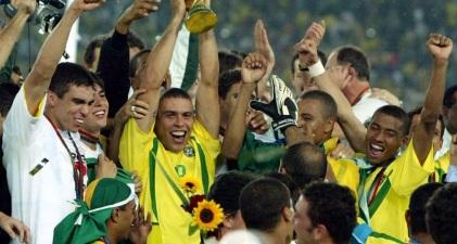 22 de Setembro – Ronaldo Nazário - Fenômeno - 1976 – 41 Anos em 2017 - Acontecimentos do Dia - Foto 21 - Ronaldo campeão do mundo em 2002.