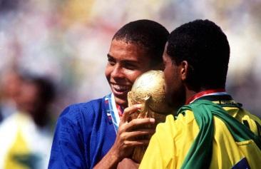 22 de Setembro – Ronaldo Nazário - Fenômeno - 1976 – 41 Anos em 2017 - Acontecimentos do Dia - Foto 22 - Ronaldo campeão do mundo em 1994.