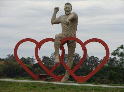 23 de Setembro – Monumento do jogador Pelé, que nasceu na cidade — Três Corações (MG) — 133 Anos em 2017.