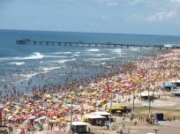 24 de Setembro – Plataforma com praia lotada — Tramandaí (RS) — 52 Anos em 2017.
