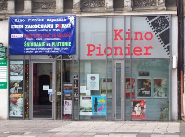 26 de Setembro – 1909 — Fundação do cinema mais antigo do mundo, o Kino Pionier 1909 (Cine Pioneiro), por Albert Pitzke, na cidade alemã de Stettin (atualmente Szczecin, na Polón