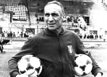 26 de Setembro – 1927 — Enzo Bearzot, treinador de futebol italiano (m. 2010).