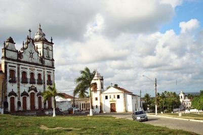 27 de Setembro – Centro Histórico de Igarassu. No centro da imagem a Igreja dos Santos Cosme e Damião, mais antiga igreja do Brasil — Igarassu (PE) — 482 Anos em 2017.