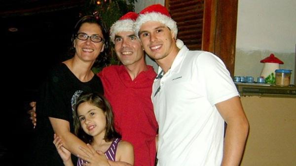 27 de Setembro – Vera Mossa - 1964 – 53 Anos em 2017 - Acontecimentos do Dia - Foto 9 - Vera Mossa com Luisa, Edinho e Bruno. Família no Natal.