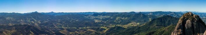 29 de Setembro – Vista do alto do Pico da Pedra Selada — Resende (RJ) — 216 Anos em 2017.