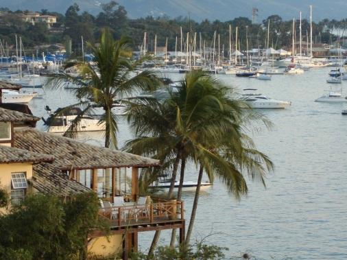 3 de Setembro – Barcos ao redor da ilha, docas e pousadas — Ilhabela (SP) — 212 Anos em 2017.