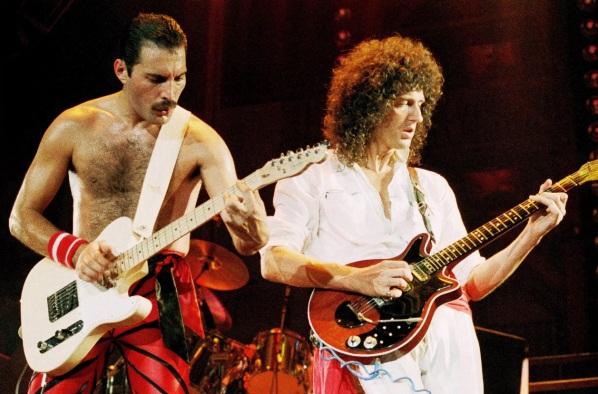 5 de Setembro – Freddie Mercury - 1946 – 71 Anos em 2017 - Acontecimentos do Dia - Foto 16 - Freddie Mercury e Brain May.