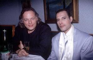 5 de Setembro – Freddie Mercury - 1946 – 71 Anos em 2017 - Acontecimentos do Dia - Foto 25 - David Gilmour e Freddie Mercury.