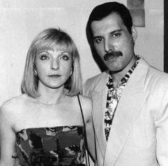 5 de Setembro – Freddie Mercury - 1946 – 71 Anos em 2017 - Acontecimentos do Dia - Foto 26 - Mary Austin e Freddie Mercury.