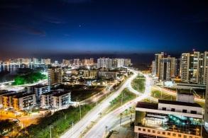 8 de Setembro – Imagem noturna do bairro Ponta do Farol — São Luís (MA) — 405 Anos em 2017.