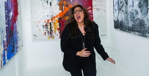 9 de Setembro – Ana Carolina - 1974 – 43 Anos em 2017 - Acontecimentos do Dia - 13 - A pintura Ana Carolina, na exposição 'Outras Cores', com 11 de suas telas, na Figa Galeria, Vil