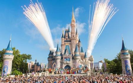 1 de Outubro - 1971 — O Walt Disney World é inaugurado em Orlando, Flórida.