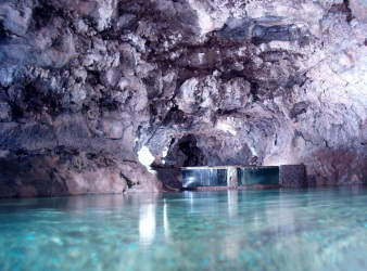 1 de Outubro - 1996 — As Grutas de São Vicente são pela primeira vez abertas ao público.