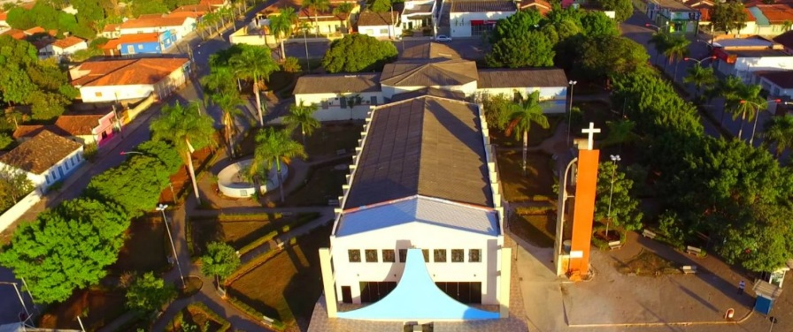 1 de Outubro - Foto aérea da Igreja — Campos Belos (GO)— 63 Anos em 2017.