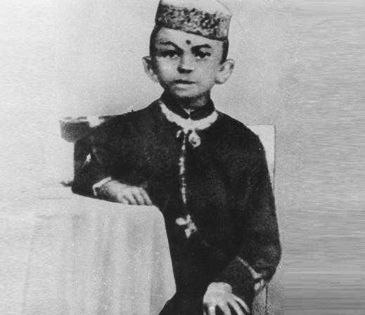 2 de Outubro - Mahatma Gandhi - 1869 – 148 Anos em 2017 - Acontecimentos do Dia - Foto 16 - Gandhi aos 7 anos, em 1876.
