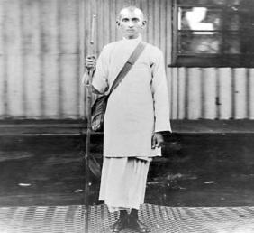 2 de Outubro - Mahatma Gandhi - 1869 – 148 Anos em 2017 - Acontecimentos do Dia - Foto 19 - Gandhi vestido como satyagrahi, ativista da não violência, em 1913.