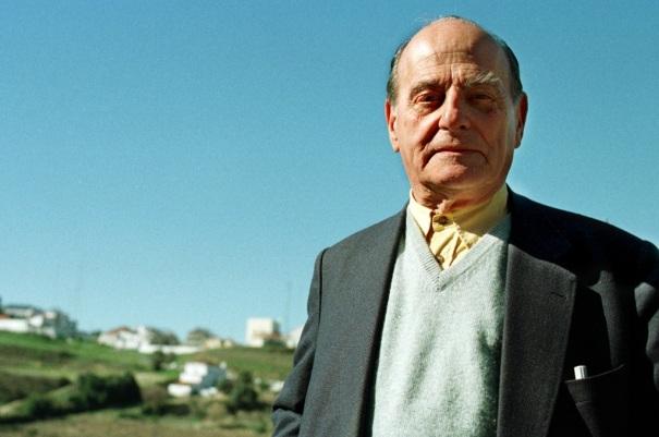 3 de Outubro - 1919 – José Hermano Saraiva, célebre professor e historiador português (m. 2012).