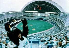 3 de Outubro - 1986 — Inicia-se a construção do estádio SkyDome, em Toronto.