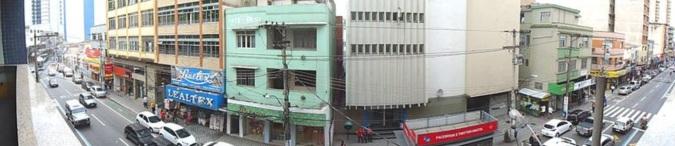 3 de Outubro - A Avenida Joaquim Leite é a mais movimentada do Centro da cidade e concentra um grande centro de compras — Barra Mansa (RJ) — 185 Anos em 2017.