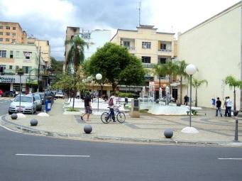 3 de Outubro - Vista da Praça da Liberdade, no centro da cidade — Barra Mansa (RJ) — 185 Anos em 2017.