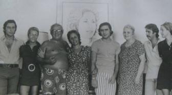 30 de Setembro – Chacrinha - 1917 – 100 Anos em 2017 - Acontecimentos do Dia - Foto 20 - Foto em família, destaque para seu filho José Renato, o primeiro à esquerda.