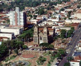 4 de Outubro - Vista panorâmica da Igreja de Nossa Senhora do Carmo — Frutal (MG) — 130 Anos em 2017.