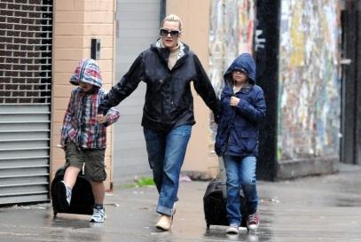 5 de Outubro - Kate Winslet - 1975 – 42 Anos em 2017 - Acontecimentos do Dia - Foto 18 - Kate Winslet com os filhos.