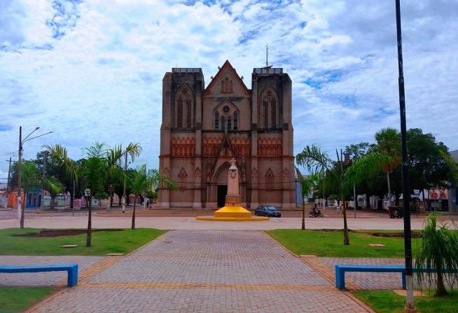 6 de Outubro - Catedral São Luís — Cáceres (MT) — 249 Anos em 2017.