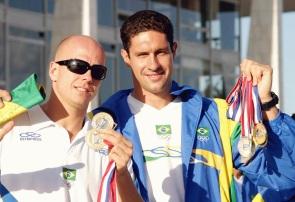 6 de Outubro - Fernando Scherer - 1974 – 43 Anos em 2017 - Acontecimentos do Dia - Foto 4 - Fernando Scherer e Gustavo borges mostram medalhas