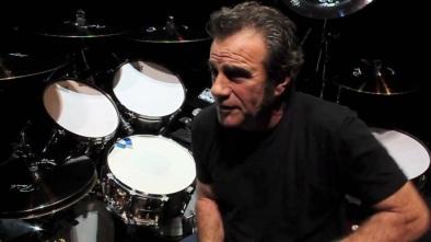 7 de Outubro - 1953 – Tico Torres, baterista da banda americana Bon Jovi.