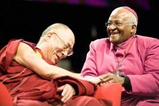 7 de Outubro - Desmond Tutu- 1931 – 86 Anos em 2017 - Acontecimentos do Dia - Foto 13 - Dalai Lama e Desmond Tutu.
