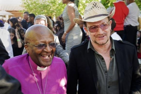 7 de Outubro - Desmond Tutu- 1931 – 86 Anos em 2017 - Acontecimentos do Dia - Foto 19 - Desmond Tutu e Bono Vox.