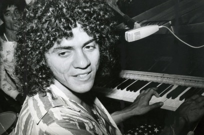 9 de Outubro - 1945 — Taiguara, cantor e compositor brasileiro (m. 1996).