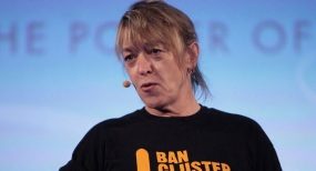 9 de Outubro - 1950 — Jody Williams, professor norte-americano, ganhador do Prêmio Nobel da Paz de 1997.