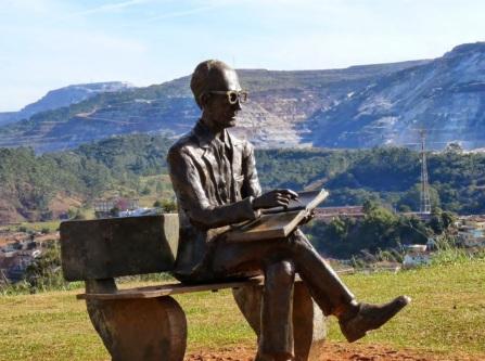 9 de Outubro - A terra natal de Carlos Drummond de Andrade e seu monumento — Itabira (MG) — 169 Anos em 2017.